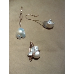 parure pendente orecchini  pietra perla naturale scaramazza oro argento battuto rosato gioielli artigianali artigiana orafa pietre perle naturali scaramazze gioiello jewels handmade madeinitaly bijoux stones earrings gold silver pearl pearls