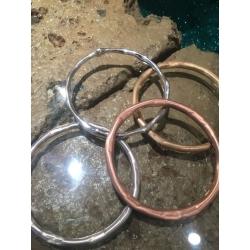 bracciale rigido satinato dorato lucido gioiello artigianale pietra oro argento bracciali rigidi satinati dorati lucidi gioielli artigianali artigiana orafa pietre