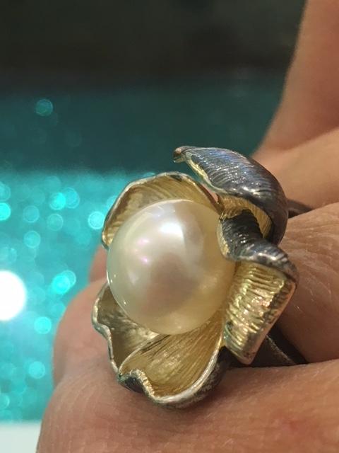 anello fiore perla naturale scaramazza pietra oro argento brunito satinato gioiello artigianale anelli perle naturali scaramazze pietre gioielli artigianali artigiana orafa gold silver handmade made in italy pinkiss juelery juels pisa